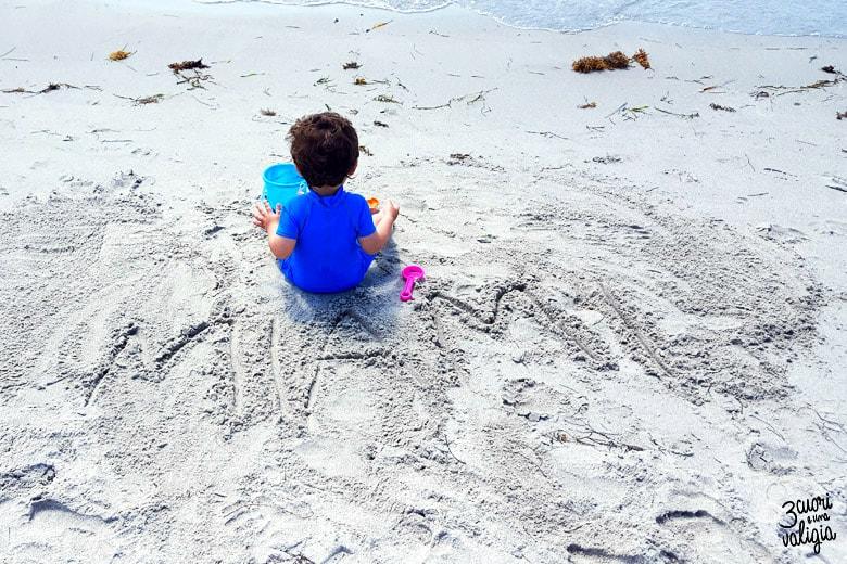 giocando in spiaggia a Miami
