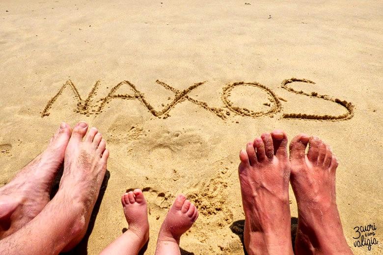 scritta in spiaggia Naxos