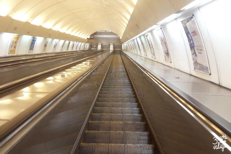 scale mobili in metro