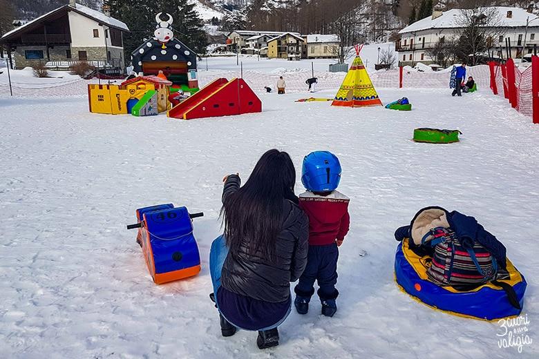 Giochi per bambini nello snowpark di Ollomont - Aosta