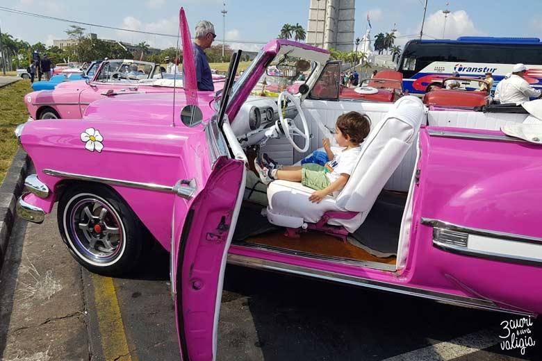 L'Avana con bambini, auto d'epoca