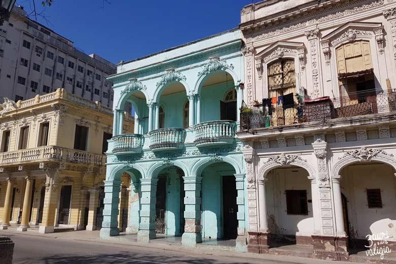 Cuba - L'Avana, case stile Coloniale vicino a Paseo del Mar