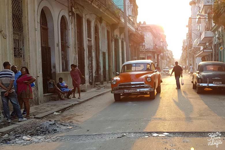 Cuba - L'Avana, auto al tramonto