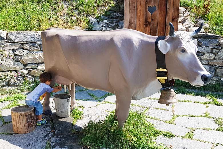 Svizzera - Maienfeld Heididorf casa del nonno di Heidi mucca