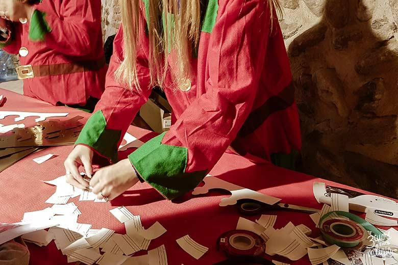 Mercatini di Natale, ricetto di Candelo - elfi al lavoro