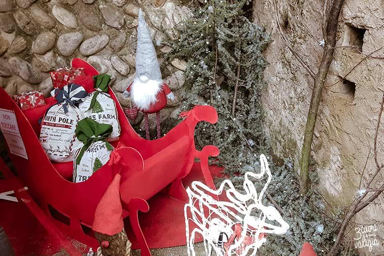 Mercatini di Natale, ricetto di Candelo - slitta di Babbo Natale