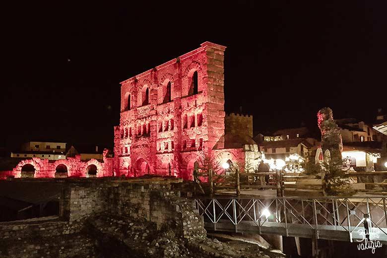 Mercatini di Natale di Aosta: teatro Romano illuminato