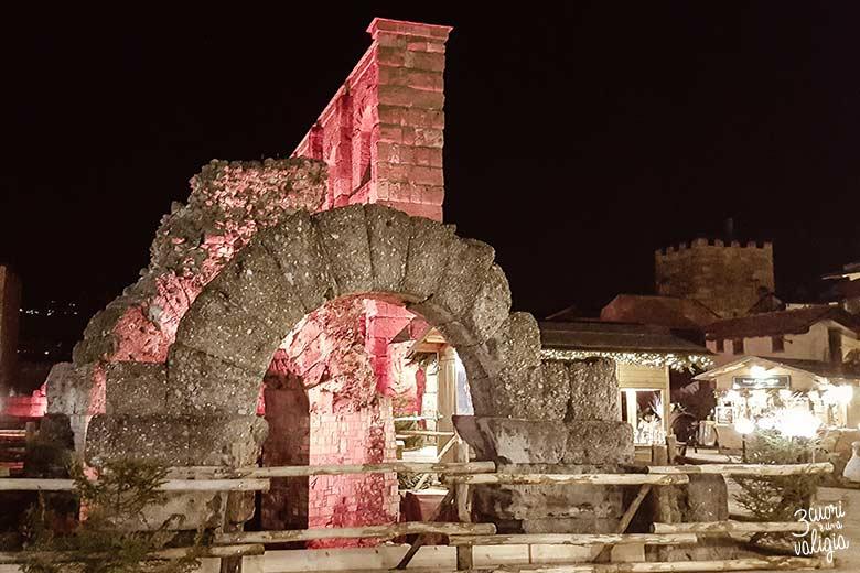 Aosta con bambini: teatro Romano illuminato