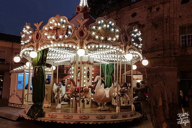 Mercatini di Natale con bambini a Govone - giostra cavalli