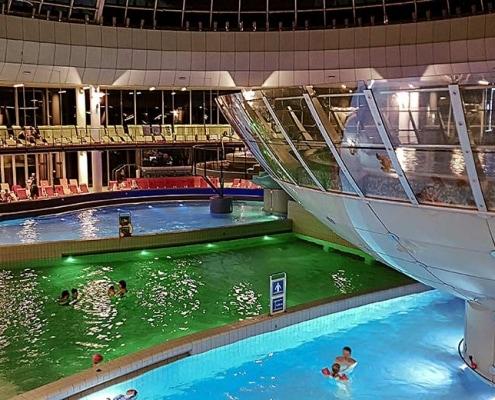 Terme di Lasko con bambini, piscine illuminate