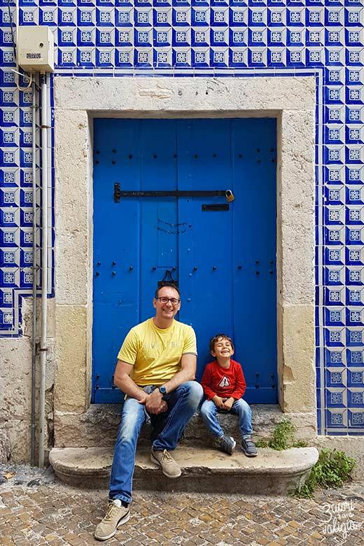 Lisbona con bambini muro con ceramiche