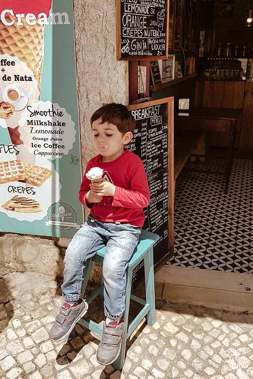 Lisbona con bambini pausa gelato
