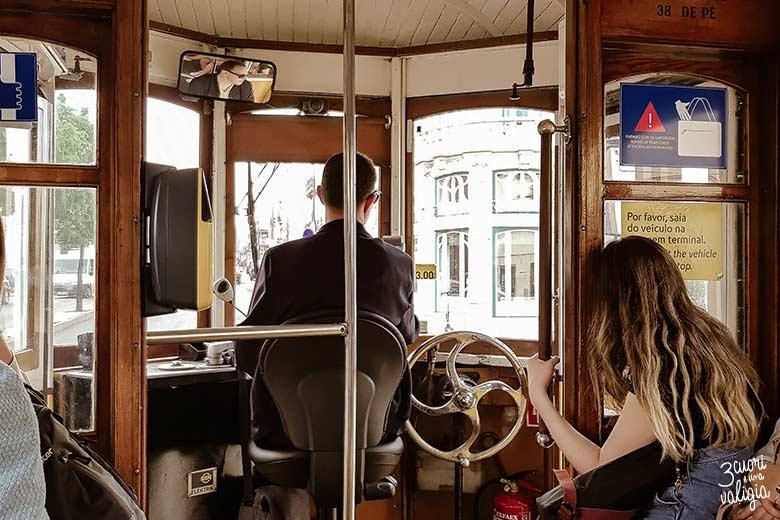 Lisbona con bambini tram 28