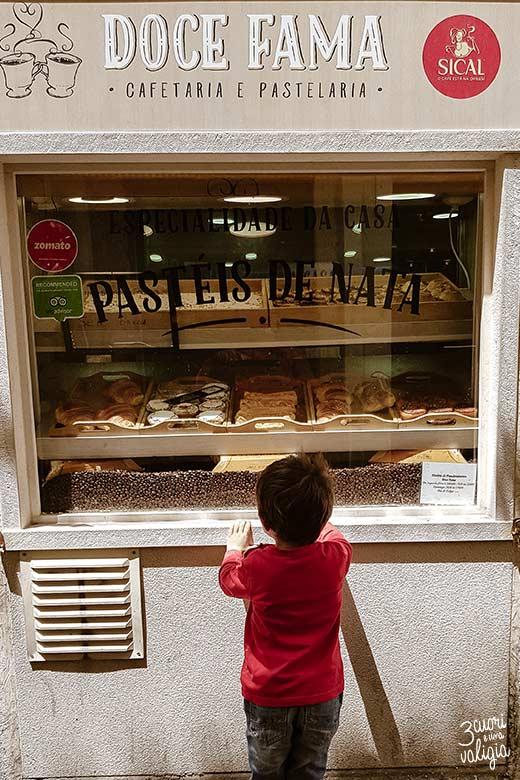 Lisbona con bambini vetrina dolci