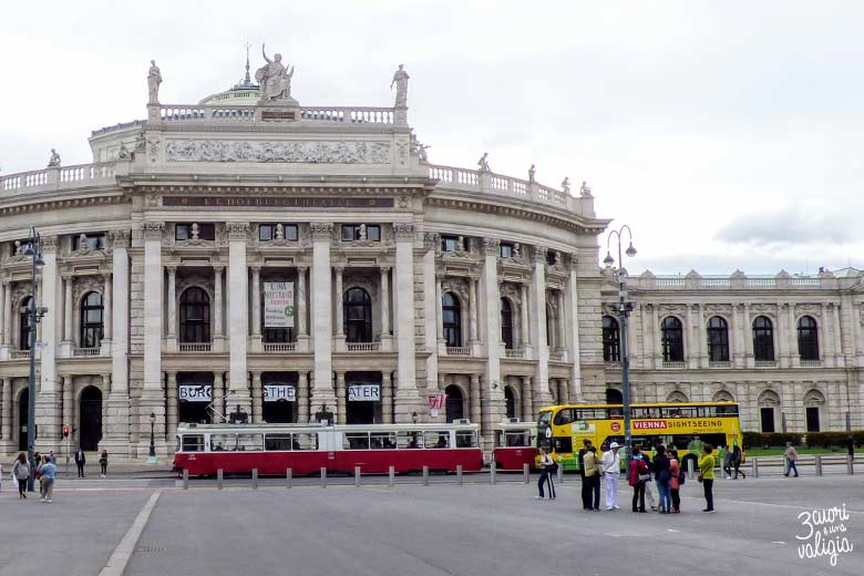 Visitare Vienna in bus: Burgtheater Vienna Sightseeing